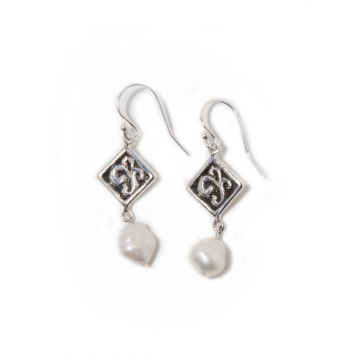 Boucles d'oreilles Baroque en argent sterling et perle baroque. Bijou SCARO.
