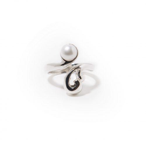 Bague Liaison en argent sterling avec perle blanche.