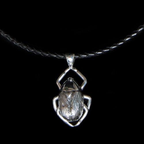 Pendentif-Le scarabee-des-bois-en-argent-sterling.-Bijou-fait-a-la-main-au-Quebec. Bijoux scarabées par SCARO.