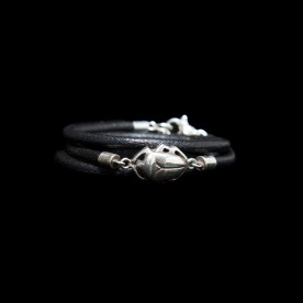 Bracelet Intemporel avec scarabée en argent sterling et cuir. Bijou SCARO.