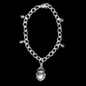 Bracelet Gri-Gri Scarabée en argent sterling et perle de culture. Bijou fait au Québec.