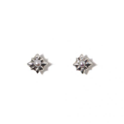 Boucles d'oreilles Rose en argent sterling et perle de culture. Boucles d'oreilles fait au Quebec par SCARO.